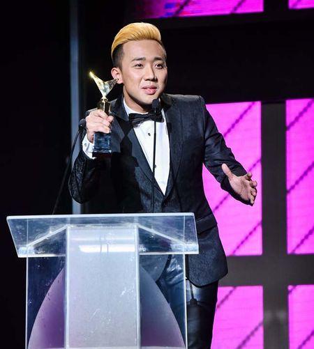 Tran Thanh bi che toi ta khi dan chuong trinh trao giai VTV – Awards - Anh 1