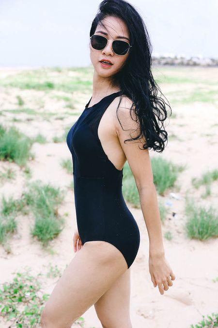 Hoa khoi The thao dep nuot na voi mot ao tam 1 manh - Anh 1