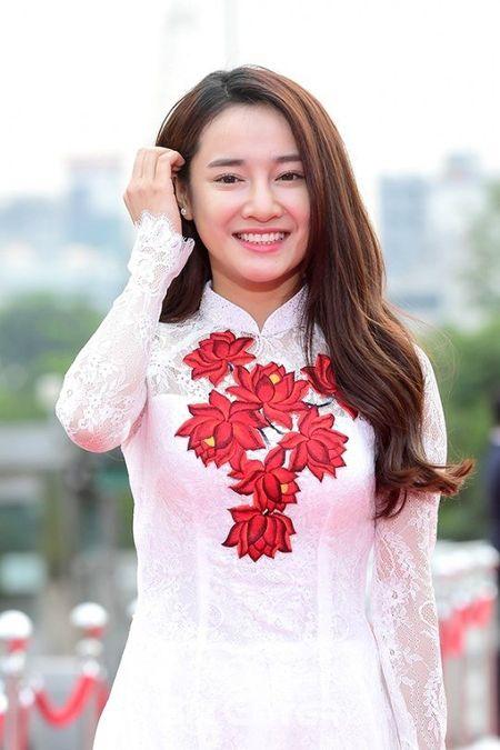 Nha Phuong noi bat tren tham do le trao giai phim tai Han - Anh 1