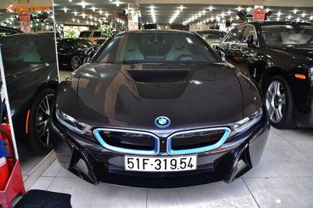 """Minh Nhua """"tau tan"""" BMW i8, don duong don sieu xe 78 ty - Anh 1"""