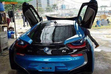 """Minh Nhua """"tau tan"""" BMW i8, don duong don sieu xe 78 ty - Anh 4"""