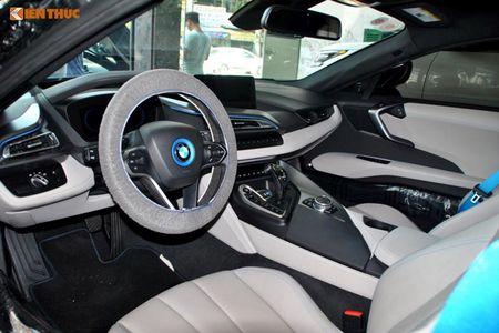 """Minh Nhua """"tau tan"""" BMW i8, don duong don sieu xe 78 ty - Anh 5"""
