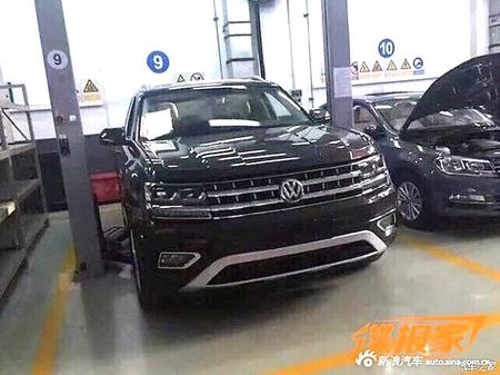 "SUV co lon Volkswagen Teramont - ""Audi Q7 cho nha ngheo"" - Anh 8"