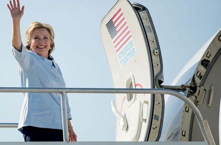Anh: Ba Hillary Clinton hao hung khoe may bay moi - Anh 10
