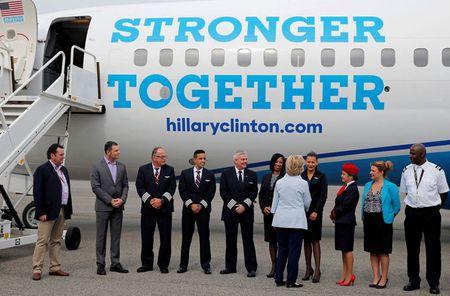 Anh: Ba Hillary Clinton hao hung khoe may bay moi - Anh 7