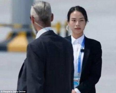 Nu ve si xinh dep cua Trung Quoc o G20 khien cu dan mang xon xao - Anh 2