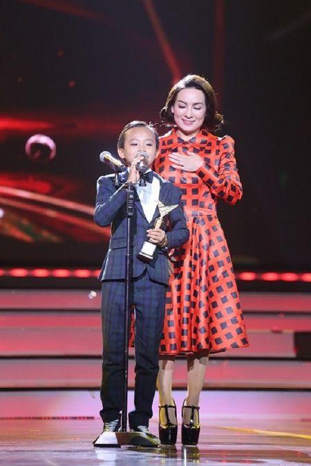 Vo Tran Lap nghen ngao thay chong nhan giai 'VTV Awards 2016' - Anh 4