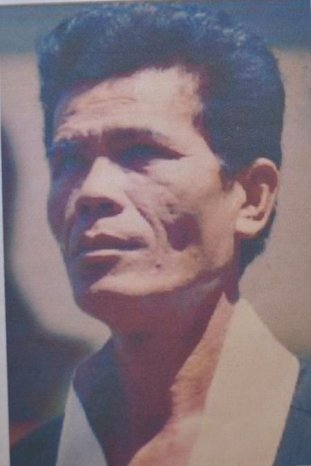 Lao vo su 'doc co cau bai' 12 lan 'ket toc se duyen' gio 1 minh an cu tren deo vang - Anh 4