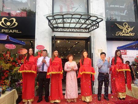 Khai truong Trung tam thoi trang hoan chinh tai Ha Noi - Anh 1