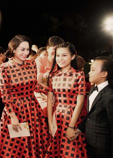 VTV Awards: Ho Van Cuong da gianh giai thuong Ca si an tuong cua nam - Anh 1