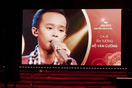 VTV Awards: Ho Van Cuong da gianh giai thuong Ca si an tuong cua nam - Anh 3