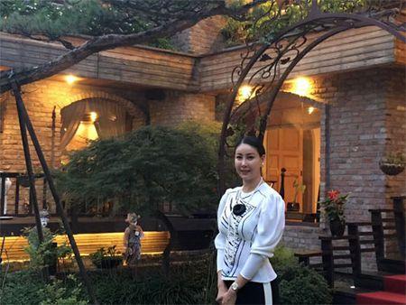 Con trai Diem Huong ngo ngac giua canh dong lua vang - Anh 13