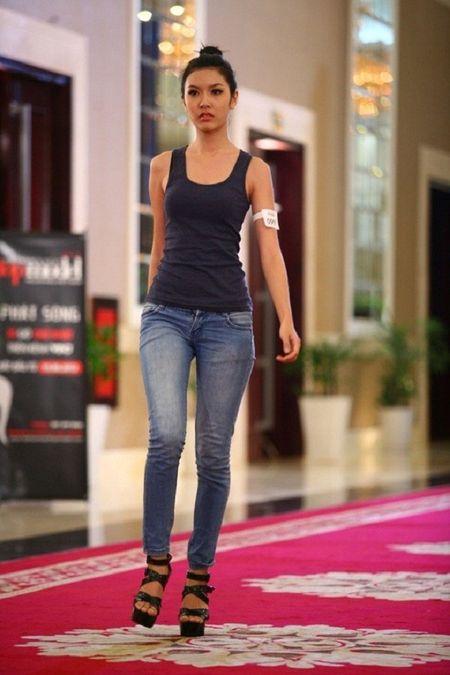 Vietnam's Next Top Model: 4 nguoi dep nay deu om mong ca hoa hau lan nguoi mau - Anh 8