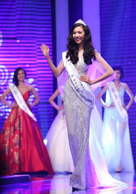 Vietnam's Next Top Model: 4 nguoi dep nay deu om mong ca hoa hau lan nguoi mau - Anh 9