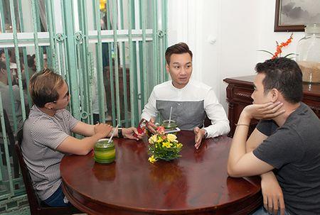 MC Thanh Trung banh bao, lich lam trong tiec tri an - Anh 1