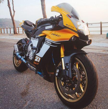 Yamaha R1 ban ky niem 60 nam gay an tuong voi dan ao moi - Anh 1