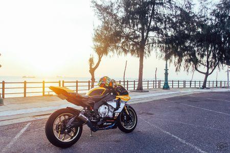 Yamaha R1 ban ky niem 60 nam gay an tuong voi dan ao moi - Anh 2