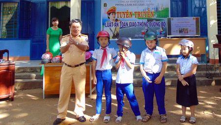 CSGT Quang Nam tuyen truyen Luat Giao thong duong bo cho hoc sinh mien nui - Anh 5