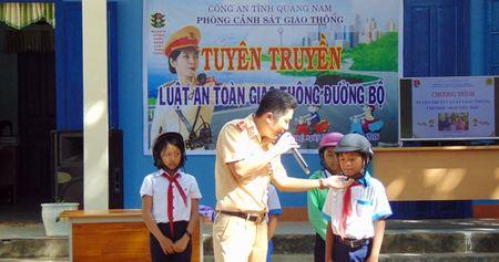 CSGT Quang Nam tuyen truyen Luat Giao thong duong bo cho hoc sinh mien nui - Anh 7