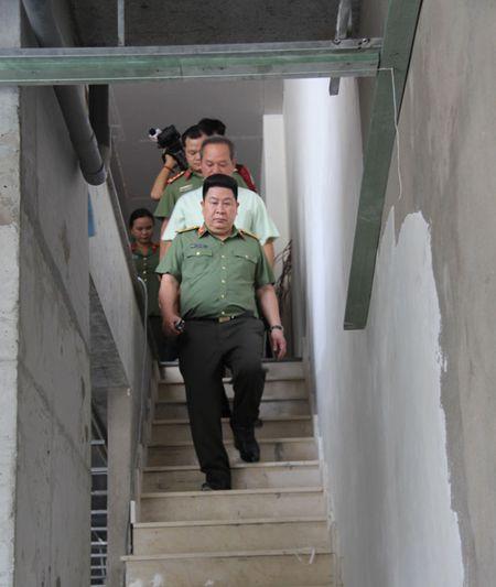 Thu truong Bui Van Thanh kiem tra tien do du an nha o danh cho CBCS tai TP HCM - Anh 3