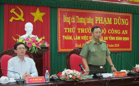 Thu truong Pham Dung kiem tra cong tac tai Cong an tinh Binh Dinh - Anh 1
