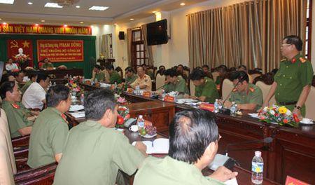 Thu truong Pham Dung kiem tra cong tac tai Cong an tinh Binh Dinh - Anh 2