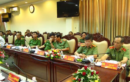Thu truong Pham Dung kiem tra cong tac tai Cong an tinh Binh Dinh - Anh 3