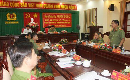 Thu truong Pham Dung kiem tra cong tac tai Cong an tinh Binh Dinh - Anh 4