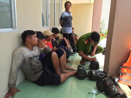Bat 15 ghe cao khai thac thuy san bang cach tan diet - Anh 3