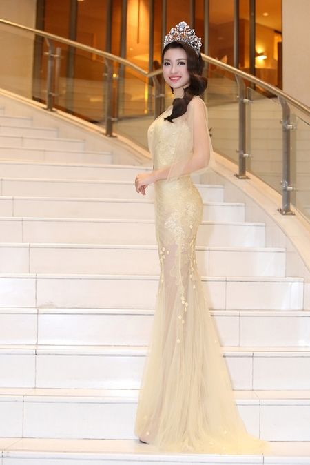 Hoa hau Do My Linh khoe nhan sac trong trang phuc cua NTK Hoang Hai - Anh 3