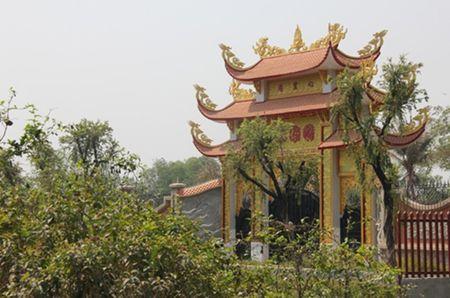 Cuoc song gian di cua Hoai Linh trong nha tho To nghiep tram ty dong - Anh 6