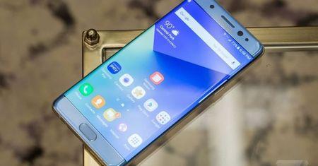 Nen mua iPhone 7 moi ra mat hay Samsung Galaxy Note 7? - Anh 1