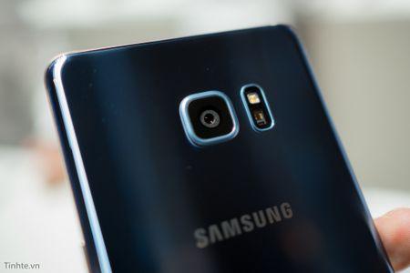 Nen mua iPhone 7 moi ra mat hay Samsung Galaxy Note 7? - Anh 3