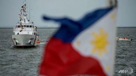 My danh tang hai chiec may bay cho Philippines sau su co ngoai giao - Anh 1