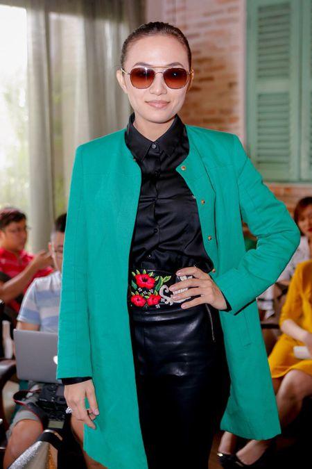Tien Dat vui mung nhan hoa cua Hari Won trong ngay ra mat MV - Anh 7