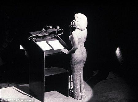 Dau gia chiec vay Marilyn Monroe mac bieu dien lan cuoi trong doi - Anh 2