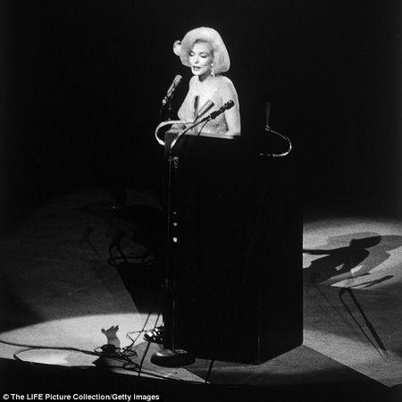 Dau gia chiec vay Marilyn Monroe mac bieu dien lan cuoi trong doi - Anh 3