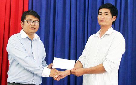 Lam Dong trao Bang khen cho tai xe dung cam cuu 30 nguoi - Anh 2
