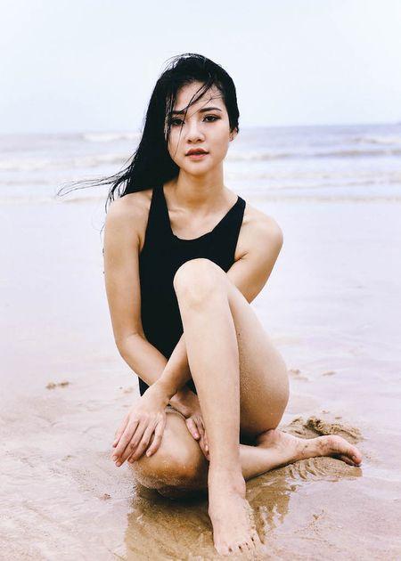 Hoa khoi Tran Thi Quynh khoe voc dang nong bong voi bikini - Anh 1