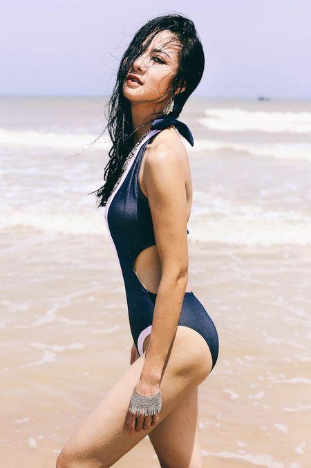 Hoa khoi Tran Thi Quynh khoe voc dang nong bong voi bikini - Anh 3