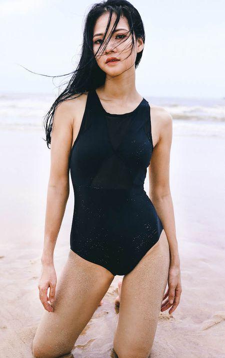 Hoa khoi Tran Thi Quynh khoe voc dang nong bong voi bikini - Anh 4