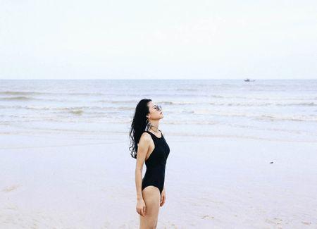 Hoa khoi Tran Thi Quynh khoe voc dang nong bong voi bikini - Anh 5