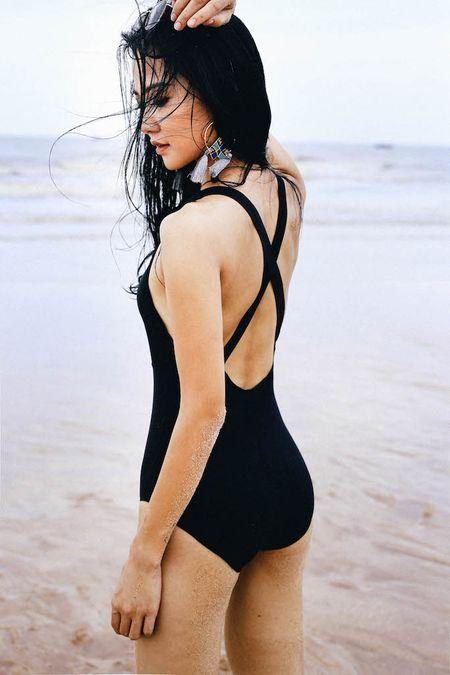 Hoa khoi Tran Thi Quynh khoe voc dang nong bong voi bikini - Anh 7