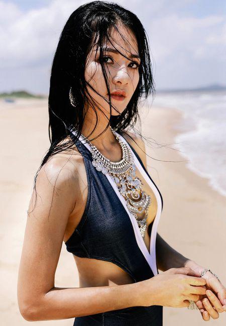 Hoa khoi Tran Thi Quynh khoe voc dang nong bong voi bikini - Anh 8