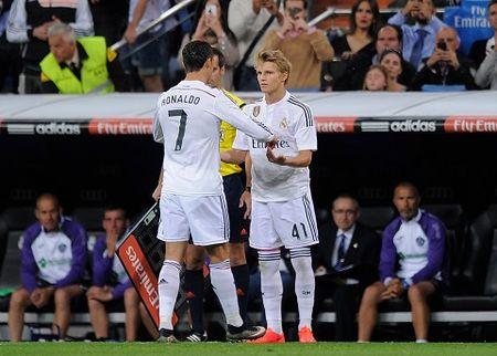 Sao tre Real Madrid khiep so Rashford - Anh 1