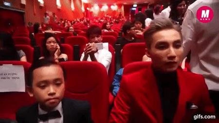 Ho Van Cuong ngo lo Son Tung M-TP khi ngoi canh nhau o VTV Awards - Anh 1