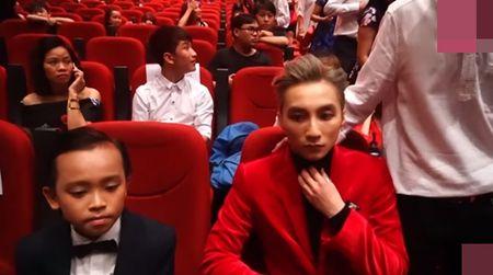 Ho Van Cuong ngo lo Son Tung M-TP khi ngoi canh nhau o VTV Awards - Anh 3