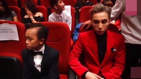 Ho Van Cuong ngo lo Son Tung M-TP khi ngoi canh nhau o VTV Awards - Anh 4