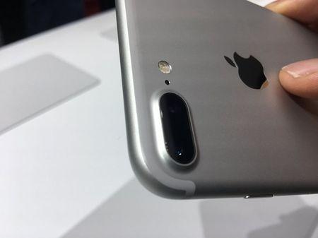 Anh thuc te iPhone 7: Thiet ke khong doi, nhieu tinh nang moi - Anh 4
