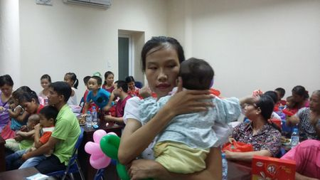 Tet Trung thu som tai Benh vien Xanh Pon - Anh 2